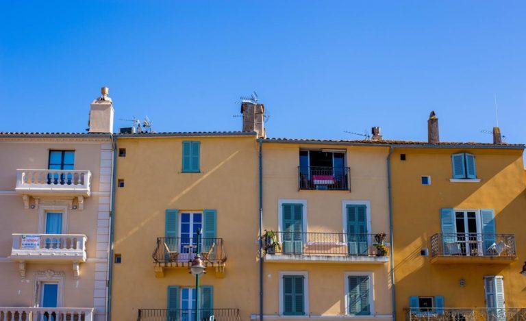 Skutecznie chroniące balkon osłony
