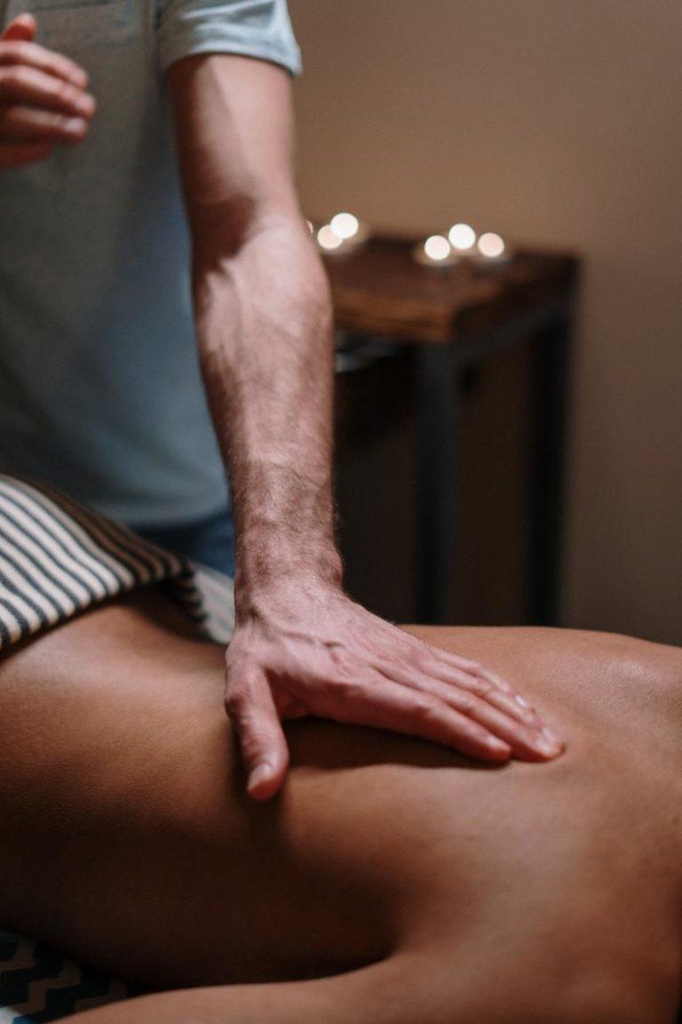 Korzyści zdrowotne wynikające z regularnego masażu